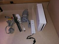 Nintendo Wii White Video Game Console RVL-001 Bundle GameCube Compatible 2 game