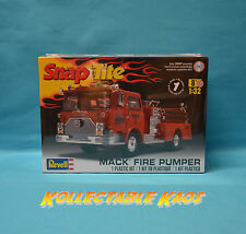 1:32 Revell - SnapTite - Mack Fire Truck Plastic Model Kit(85-1945)