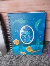 Notizbuch, mit Delphinen auf der Vorderseite