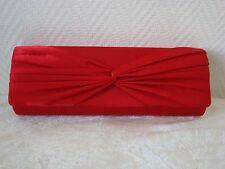 Pochette satin rouge avec noeud