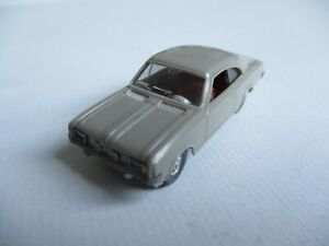 Wiking 1:87 Vauxhall Commodore (8c), Olive-Grey