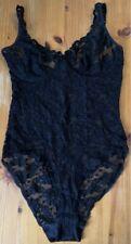 Elastischer schwarzer Body Gr. 42/44 aus traumhafter Spitze mit Bügeln