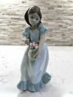 """Vintage NAO by Lladro Figurine #1001 """"Tulip Time"""" Girl w/Tulips. GORGEOUS!!!"""