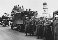WWII photo Slovak and Italian soldiers on the road in Novomoskovsk/60z