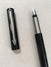 2004 PARKER VECTOR BLACK CHROME TRIM BROAD ITALIC CALLIGRAPHY FOUNTAIN PEN-UK.