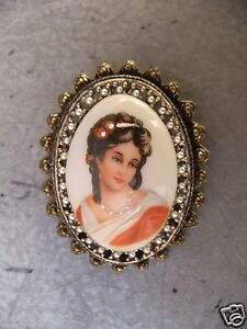 Hand Paiting Estate CAMEO pin Brooch LIMOGE France Pearl Vintage 胸针 画
