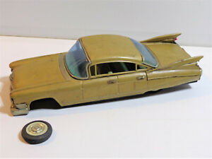 JAPAN BANDAI QUALITY 1960 CADILLAC TIN LITHOGRAPHED FRICTION TOY CAR