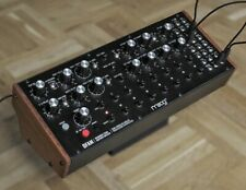 Moog DFAM, semi-modulare analoge Drum Machine / Synthesizer / Sequencer