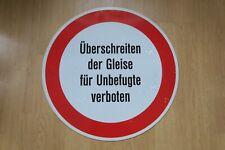 Altes ALU Schild Überschreiten der Gleise für Unbefugte verboten  Bahnhof
