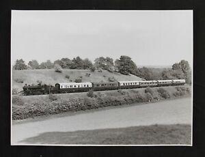 vintage original SVR photograph 46443 pulls away from Eardington 1970