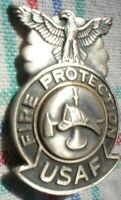METAL PIN ON BADGE USAF UNITED STATES AIR FORCE FIRE DEPT PROTECTION 5 X 3 CM