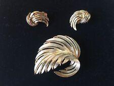 """Vintage """"Lisner"""" Goldtone Leaf Pin & Earrings, Signed"""