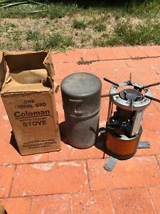 Coleman 520 1943 date with original box, can, very good working condition