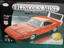 TESTORS/LINCOLN MINT 1969 DODGE CHARGER DAYTONA RED MODEL KIT 1/24 SKILL 3