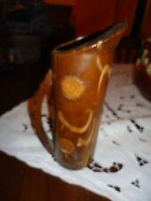 brocca in legno intagliata