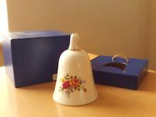 Vintage Royal Doulton Rosa e Giallo floreale BONE CHINA BELL. in scatola.