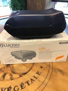Distributeur pour Serviettes papier intercallée en plastique Lucart pro.