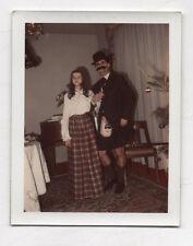 Photo Couleur Polaroïd Déguisement Couple déguisé Vers 1960 Curiosité Kilt Drôle