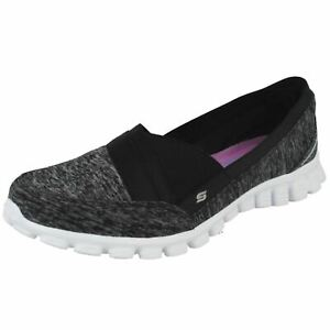 Femmes Skechers Flexible Noir/Blanc à Enfiler Mémoire Mousse Chaussures