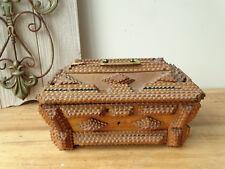 T6360 Kleine alte Kiste | Tramp ART Box | handgeschnitzt | Holz Kästchen um 1890