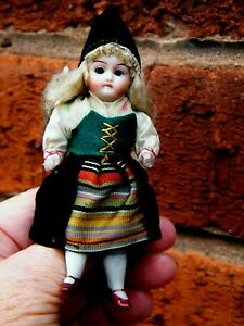 SWEET ALL BISQUE GERMAN MIGNONETTE GIRL / ORIGINAL CLOTHES.