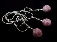 A PRETTY PINK PORCELAIN FLOWER BEAD NECKLACE AND LEVERBACK EARRING SET. NEW.