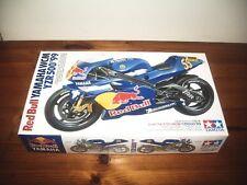 TAMIYA 1/12 RED BULL YAMAHA WCM YZR500 '99 MOTORCYCLE MODEL KIT SERIES NO.76