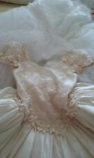 Wedding Dress Size 6-8 Off-white. Used once and happily married !