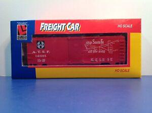 "HO Scale Life Like ""AT&SF"" 140185  40' Freight Train Box Car / Sliding Doors"