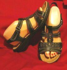 Women's CLARKS Strappy Black Leather Sandals - Sz 9.5 Accent stitchingd 15260