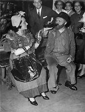 RAYMOND SOUPLEX ET JEANNE SOURZA - Sur le banc - PHOTOGRAPHIE INTERPRESS 1951