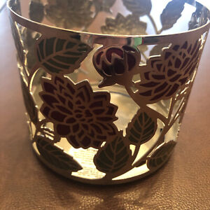 BATH & BODY WORKS LARGE CANDLE HOLDER SLEEVE 14.5 OZ 3 WICK-Red flowers/leaves