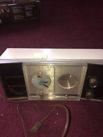 Zenith Clock Tube Radio N 516 In Good Condition. It Runs.