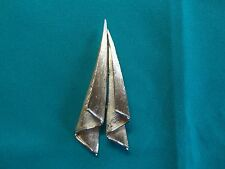 TRIFARI  BROOCH PIN GOLDTONE MODERNIST ABSTRACT PAPER AIRPLANE DESIGNER JEWELRY