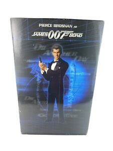 Sideshow Pierce Brosnan as James Bond 007 Premium Format 1/4 Scale Figure MIB