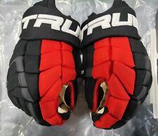 """Calvin de Haan Pro Stock True Hockey Xc9 Gloves! Chi Blackhawks Nhl Black 15"""""""