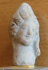 une tête en terre cuite archéologie fouille