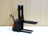 1/24 Diecast Toyota BT Staxio Electric Stacker Forklift Car Model For Collection