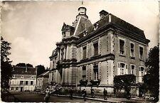 CPA St-Amand en Puisaye, Niévre. Les Ecoles (420746)