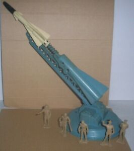 1960's  MARX CAPE MOON SPACE  LARGE ROCKET MISSILE LAUNCHER W/5 GROUND CREW