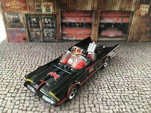 Hot Wheels 1966 Batmobile 1/64 Scale Batman & Robin FiguresCorgi Juniors