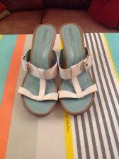 Rockport Ladies Wedge Heel White Sandals Size 7 US 9.5W In Good Condition