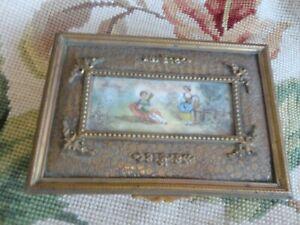 ANTIQUE FRENCH ROSE GARLAND GOLD GILT ORMOLU HAND PAINTED MAN LADY DRESSER BOX