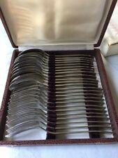 Ménagère en inox , 12 fourchettes et 12 cuillères à soupe dans son écrin