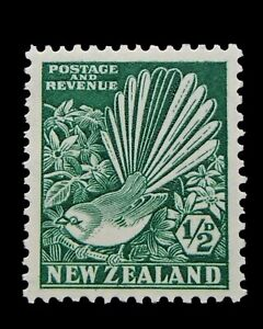 New Zealand SG556 - 1935 Bright Green 1/2d MNH Stamp - Perf 14 x 13.5 - 92a