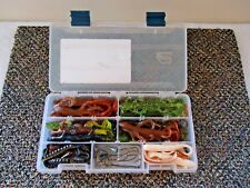 Mixed lot Of 45 Soft Plastic Lizards,Grubs,Worms,Hooks & Sinkers In Plastic Case