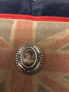 Vintage Cameo Brooch Sweet Scottish Lass Signed Missing Stones