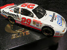 Kevin Harvick #29 GM Goodwrench #2319/4200 Oreo 1/24 2001 Monte Carlo RCCA Elite