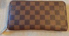 Excellent Condition! Authentic LOUIS VUITTON Brown Zippy Wallet