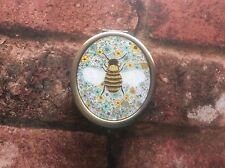 SASS & BELLE BEAUTIFUL BEE POCKET MIRROR COMPACT PURSE  NEW PRESENT GIFT